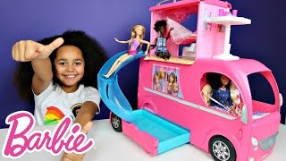 getlinkyoutube.com-Barbie Pop Up Transform Camper Van RV Swimming Pool Party & Slide - Waterpark Adventure Toy Review