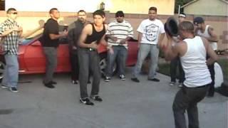 getlinkyoutube.com-Cholos Bailando Cumbia Parody