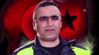 Şehit polisin mesai arkadaşları Sekin'in maskesini taktı