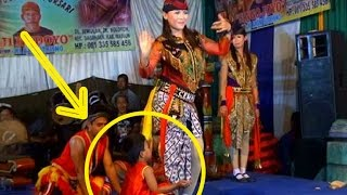 getlinkyoutube.com-Reog Ponorogo Asli Kesurupan Macan Hitam Heboh