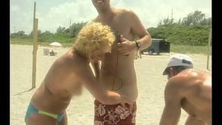 ¡Los nudistas desnudan a Marley en Miami! - Por El Mundo