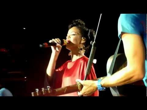 (HD) Coldplay & Rihanna - Princess of China @ Stade De France, Paris 02/09/2012