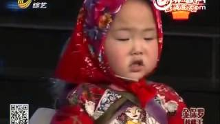 getlinkyoutube.com-Cậu bé 3 tuổi hóa cô hái nông thôn Amazing Chinese