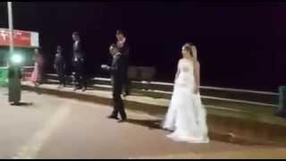getlinkyoutube.com-شاهد مادا فعل عريس رجاوي في ليلة زفافه مع زوجته