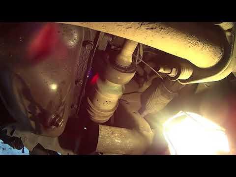 Расположение у Mazda БТ-50 водяного насоса