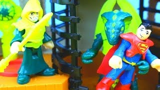 getlinkyoutube.com-Imaginext Castle Wizard Tower Superman defeats the evil wizard & Dragon