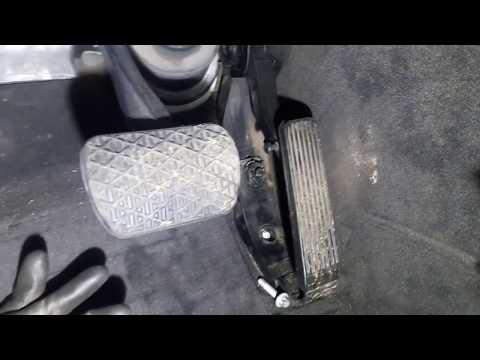 Снимаем педаль газа Mercedes W211 e-class
