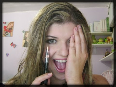 Maquiagem usando apenas lápis preto por Tayanne Figueiredo