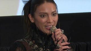 getlinkyoutube.com-秋元才加「腹筋でこんなに褒められることはない」監督も絶賛!劇場版「 媚空-ビクウ-」初日舞台あいさつ1 #Sayaka Akimoto #event