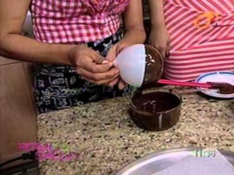 Fresas con crema en su bowl de chocolate