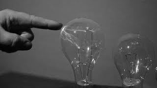 getlinkyoutube.com-Turn an Ordinary Light Bulb into a Plasma Globe