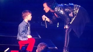demi lovato engaged to five years old boy! - united center, chicago 14.10.2014