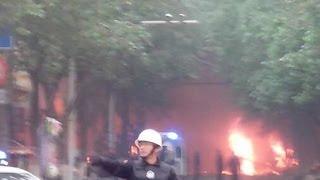 getlinkyoutube.com-乌鲁木齐发生暴恐案 已造成31人死亡94人受伤 伤者大多是老年人 Explosives Attack Hits China's Xinjiang