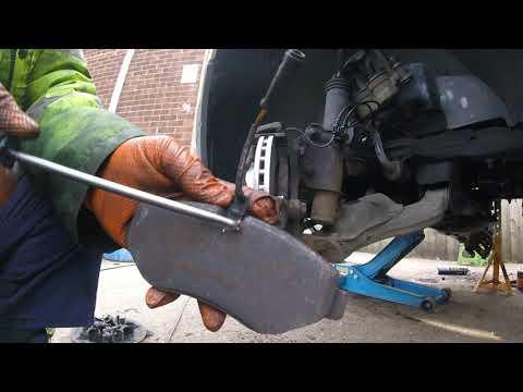 Замена передних тормозных колодок VW Crafter Sprinter the front brake pads