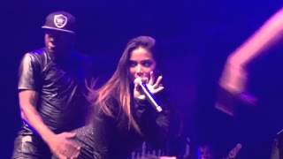 Com vestido curto, Anitta mostra demais em show [VIDEO]