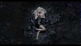 La publicité pour le parfum de Nicki Minaj Pink Friday
