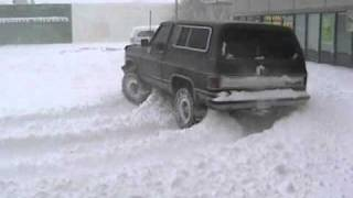 getlinkyoutube.com-Chevy K5 Blazer drifting in deep snow!!
