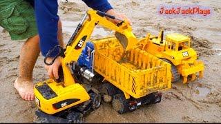 getlinkyoutube.com-Construction Trucks for Children: Beach Digging - Bruder Toy Collection - Excavators Backhoe Dump