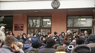 getlinkyoutube.com-«Дармаеды»: новыя пратэсты ў Гомлі і першая перамога | Протесты «тунеядцев» в Беларуси