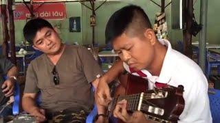 getlinkyoutube.com-Màn biểu diễn guitar khiến người nghe nổi da gà