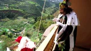 getlinkyoutube.com-Papa Noel Vs Reyes Magos