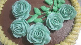 getlinkyoutube.com-decorating buttercream roses cake (the whole process!)