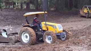 getlinkyoutube.com-fazendo trilha (banhado mafia da lama) (migui e trator A750)