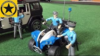 getlinkyoutube.com-BRUDER TOYS POLICE QUAD Unboxing by Jack(3)