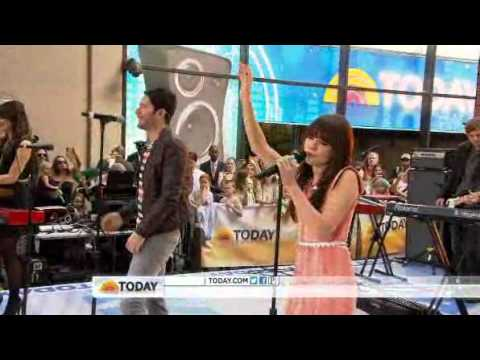 Owl City &amp; Carly Rae Jepsen performs &quot;Good Time&quot; on Today Show