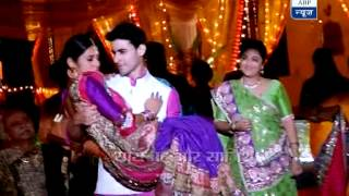 getlinkyoutube.com-Kumud and Saras dancing in their Sangeet