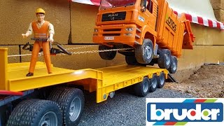 BRUDER garbage truck CRASH!