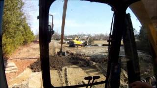 getlinkyoutube.com-Long Reach Excavator Transfering Topsoil