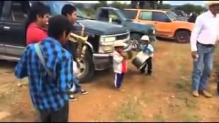 getlinkyoutube.com-Banda de niños tocando juan colorado