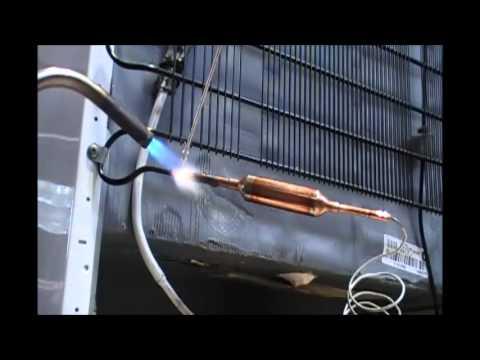 Vácuo e carga de gás em geladeira