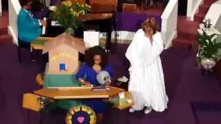 getlinkyoutube.com-Oprah in Atlanta Ga. @ Hillside Intl. Truth Center Sept - 7th 2014