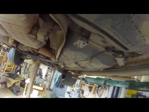 Mercedes-Benz GL 450 23 демонтаж захисту з дна