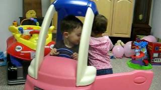 getlinkyoutube.com-The kids in the cozy coupe