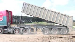 getlinkyoutube.com-Scania 144 V8 Dumping Clay