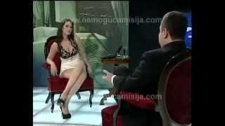 getlinkyoutube.com-Телеведущая без трусов застесняла президента 18+