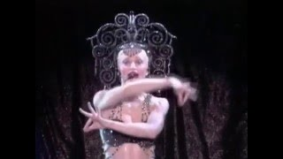 getlinkyoutube.com-Madonna - Vogue [The Girlie Show]