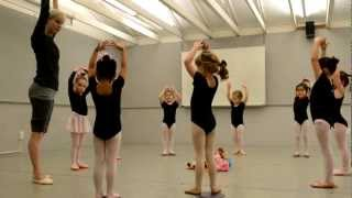 getlinkyoutube.com-Pre Ballet class at Shadelands Art Center, Walnut Creek