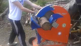 getlinkyoutube.com-Balfor Circular Saw - PTO driven circular saw
