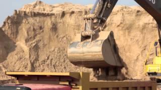 Работа техники Volvo в песчаном карьере в Нижегородской области