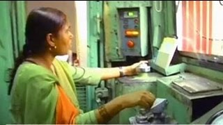 getlinkyoutube.com-Mumtaz Kazi, the first woman diesel engine driver in Asia