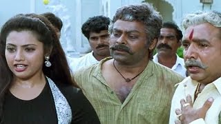 getlinkyoutube.com-Chiranjeevi pushed out of the house by Meena - Main Hoon Rakhwala | Hindi Scene