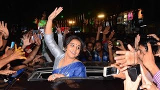 getlinkyoutube.com-Vidya Balan at Opening of Selfie Point in Ghatkopar | Vidya Balan Kahaani 2 | Vidya Balan Interview