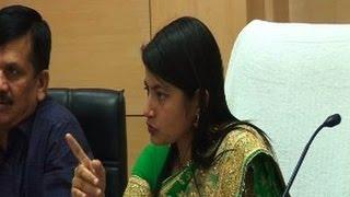 getlinkyoutube.com-IAS B Chandrakala Ne Li Officers Ki Class - Live Video
