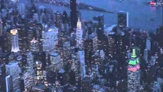 getlinkyoutube.com-Flying over Manhattan at dusk before landing at LGA