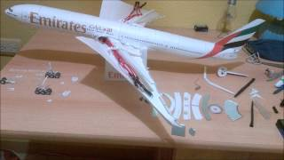 getlinkyoutube.com-Emirates B777 300ER Papercraft with LED lights