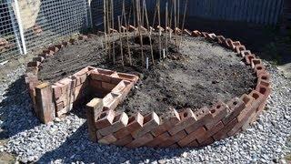 getlinkyoutube.com-Keyhole Garden - How to build a Keyhole Garden / Raised Bed Vegetable Patch